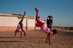 Des élèves jouent pendant les heures consacrées au sport à l'école Martyr Mustafa Mohammed Ahmed, dans le camp de Smara.